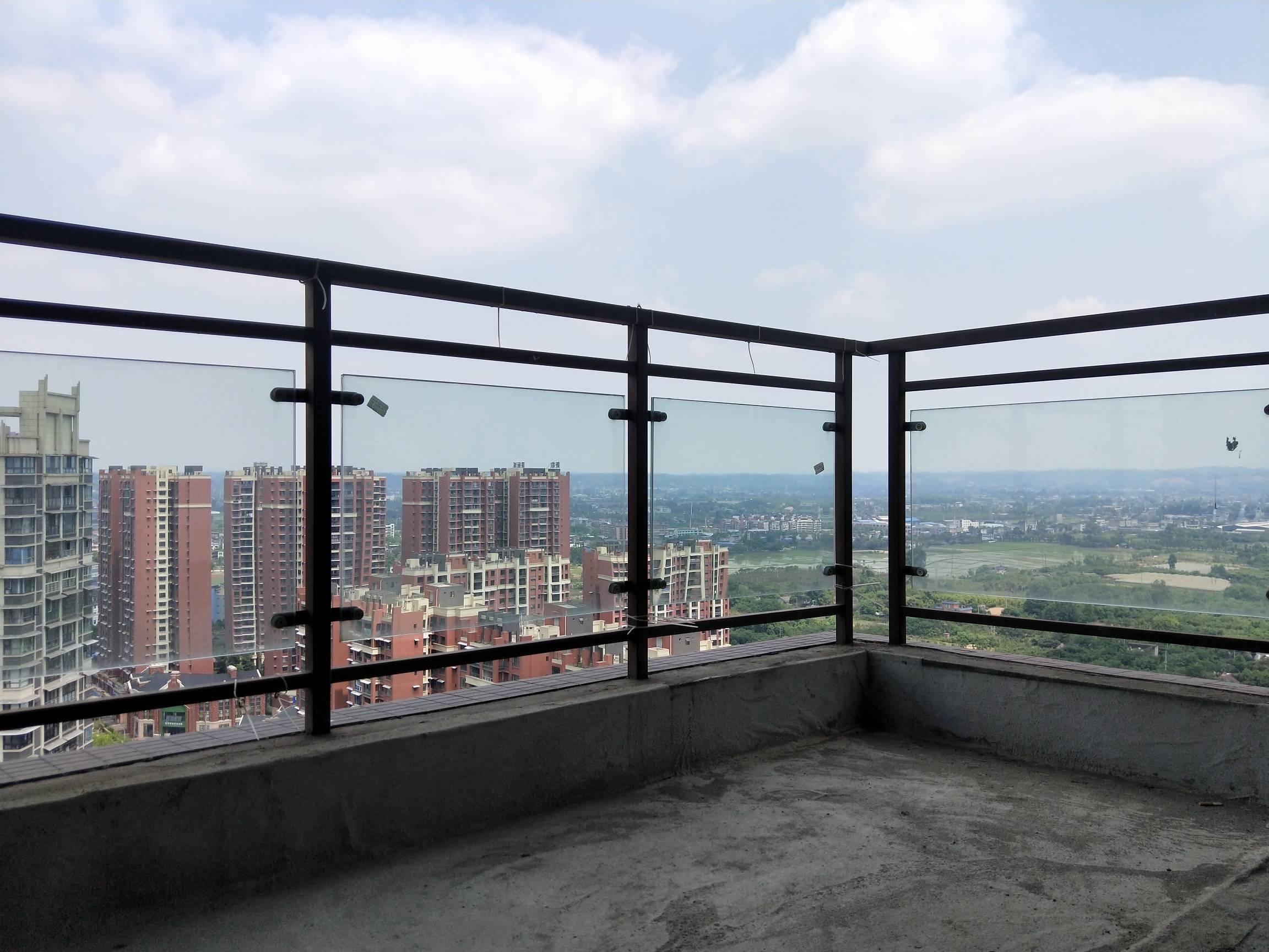 电梯小区 只需要20几万买现房  即可装修